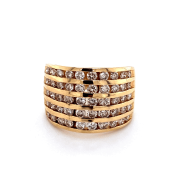 Woman's 14k Yellow Gold Diamond Estate Ring.